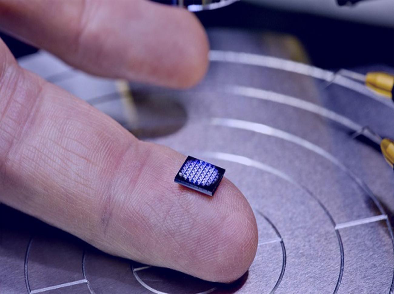IBM'den Bir İlk: Dünyanın En Küçük Bilgisayarı