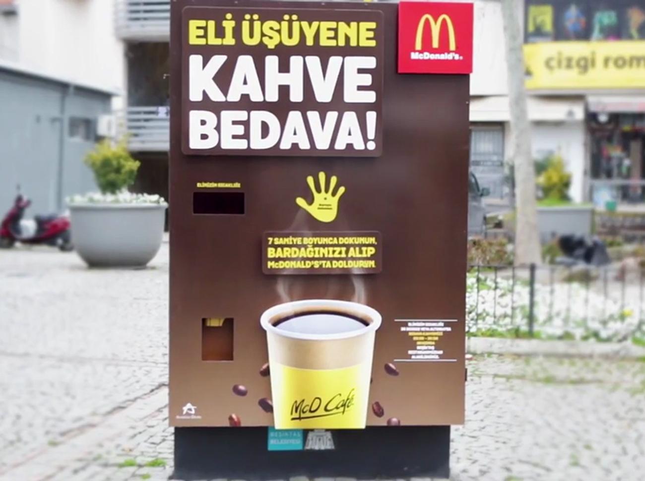 McDonald's'tan Eli Üşüyene Bedava Kahve