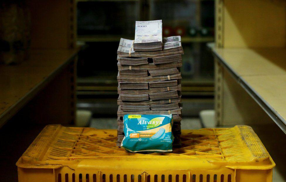 Venezuela daki Ekonomik Krizin Fotoğrafı - Kadın Pedi 3,5 Milyon Bolivar